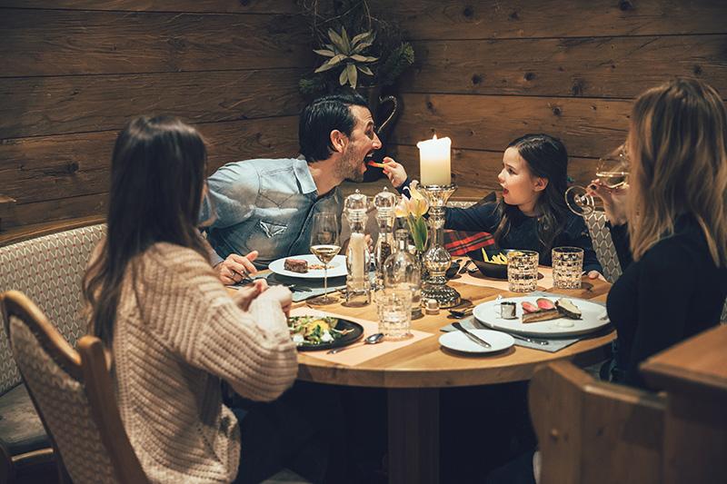 Familienessen im Restaurant