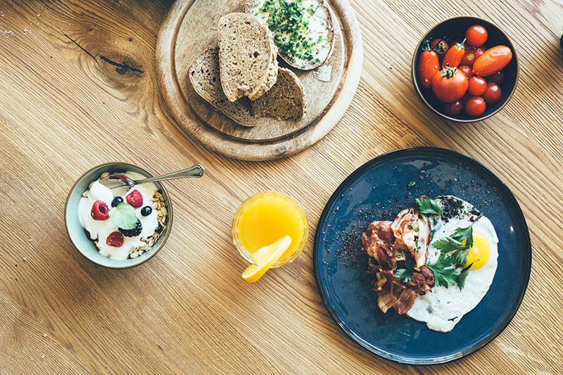 Frühstücksbuffet mit regionalen Produkten