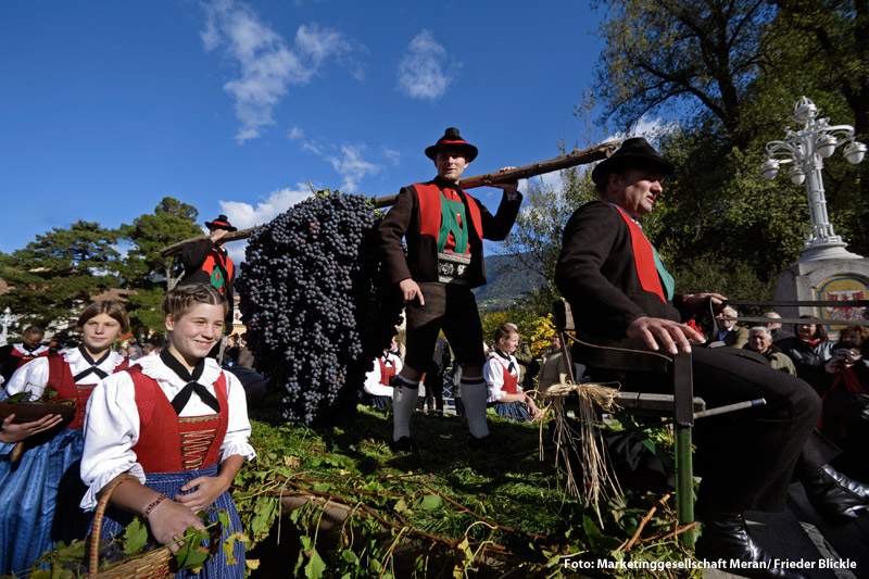 Traditionelles Traubenfest in Meran