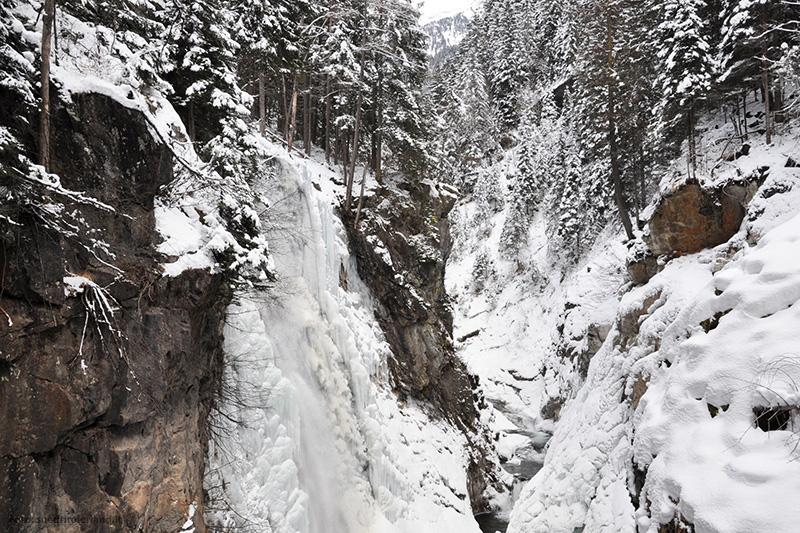 Im Winter sind die gefrorenen Reinbachfälle im Tauferer Ahrntal