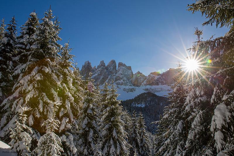 Eine verschneite Landschaft Villanders