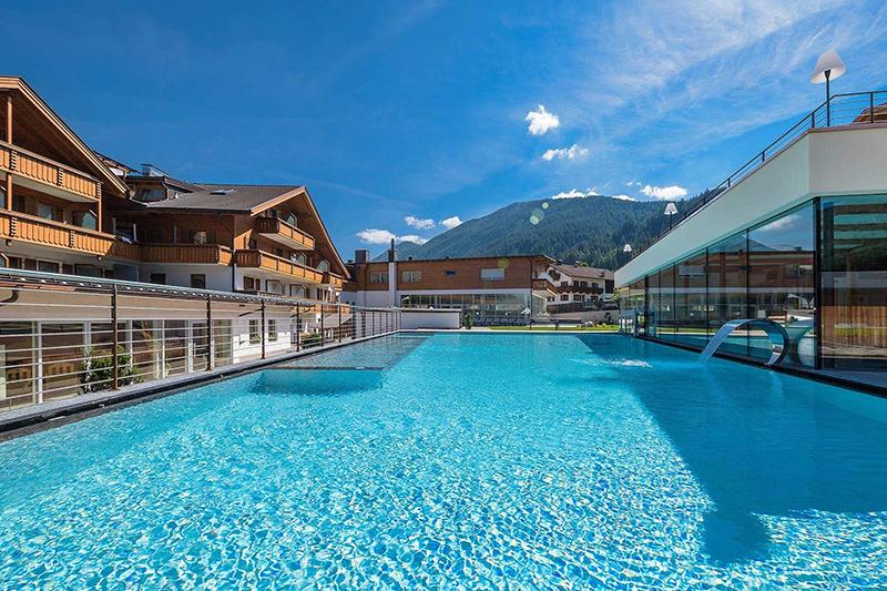 Sole-Freibad im Alpine Nature Hotel Stoll in Südtirol
