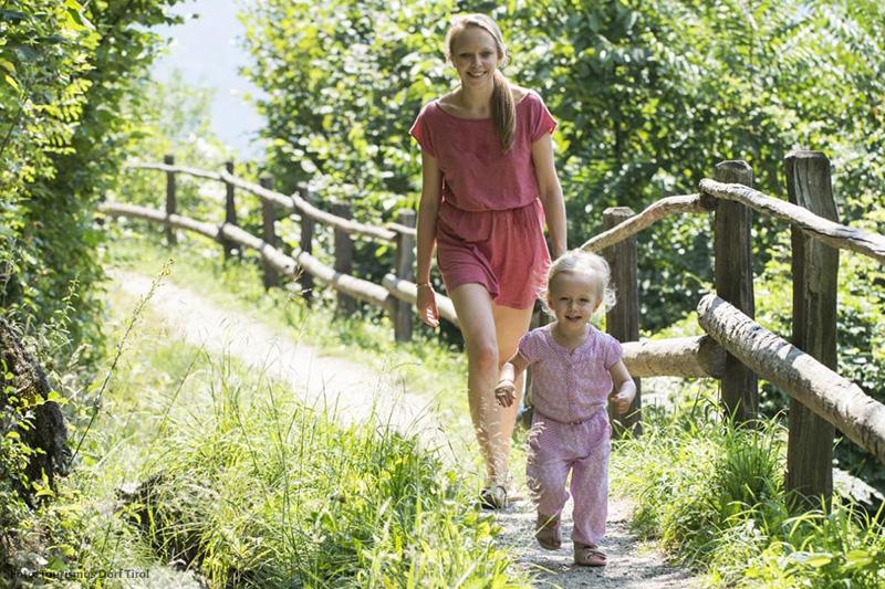Wandern mit Kind in Dorf Tirol