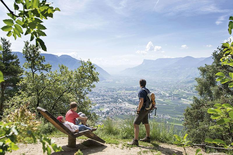 Wandern durch Dorf Tirol