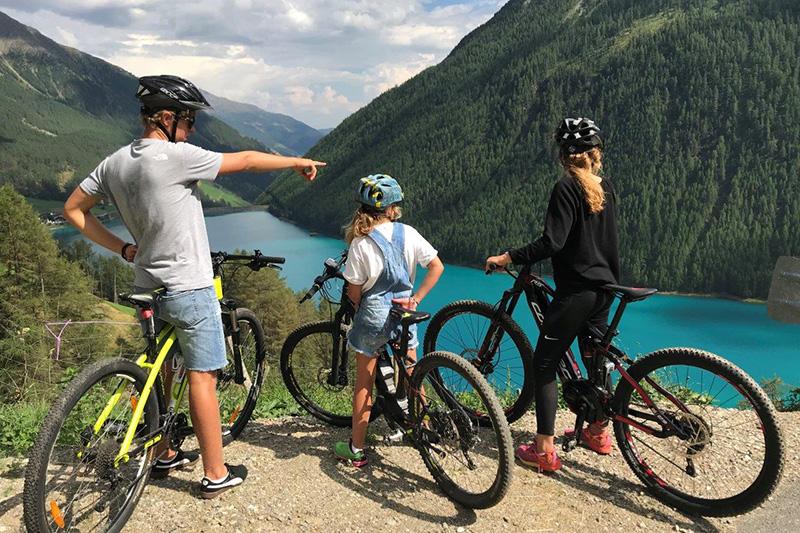 Biken mit der Familie Finailhof