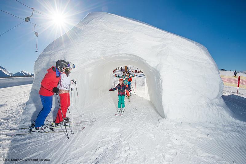 Schneetunnel auf der Skipiste