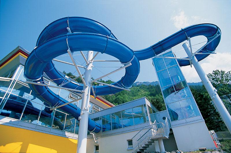 Wasserwelt mit Riesenrutsche