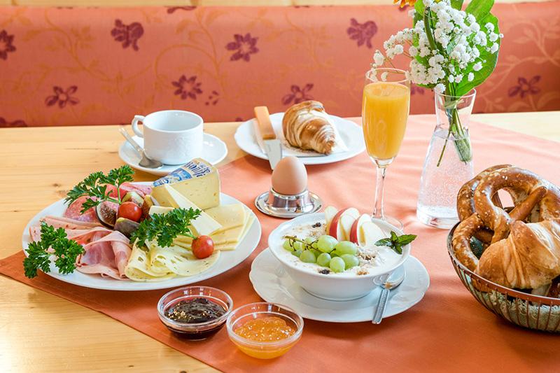 Frühstückstisch im Hotel Waldruh