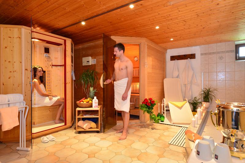 Sauna-Oase mit Physiotherm Infrarot-Wärmekabine