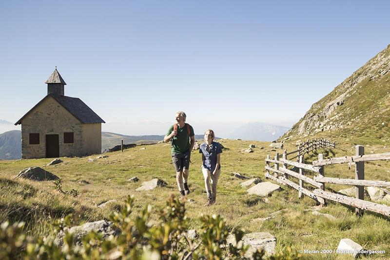 Zahlreiche Wege und atemberaubende Aussichten locken Wanderer zu magischen Orten. Gipfelziele und der Heini Holzer Klettersteig begeistern Abenteurer