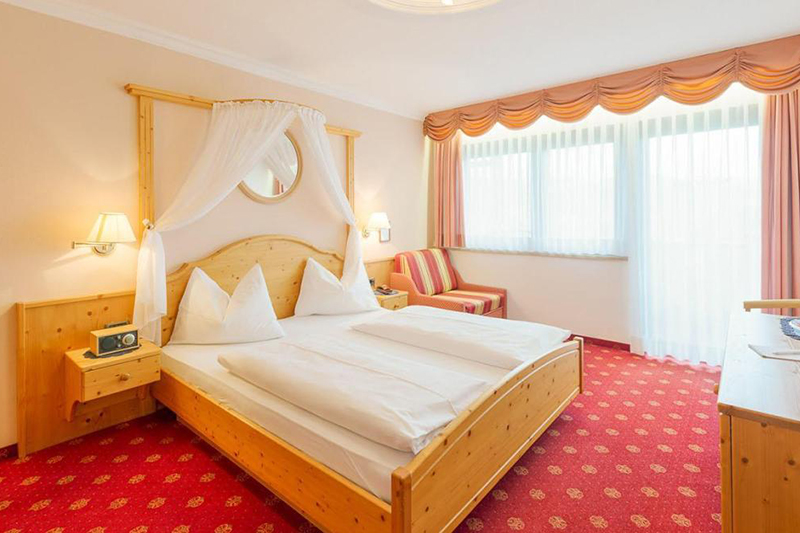 Komfortzimmer 25 m² im Südtiroler Granpanoramahotel Stephanshof in Villanders