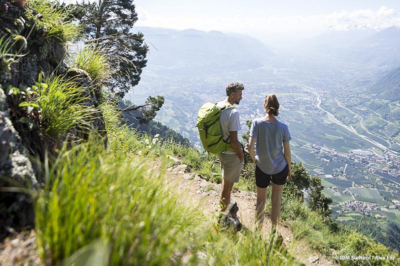 Wandern im Wandergebiet Meran 2000 - die bekannte Südtiroler Kurstadt immer im Blick