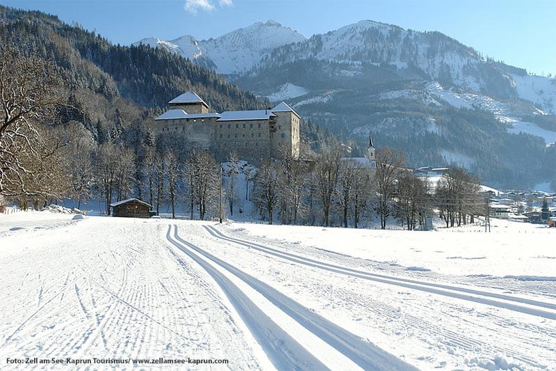 Burg Kaprun mit Loipe