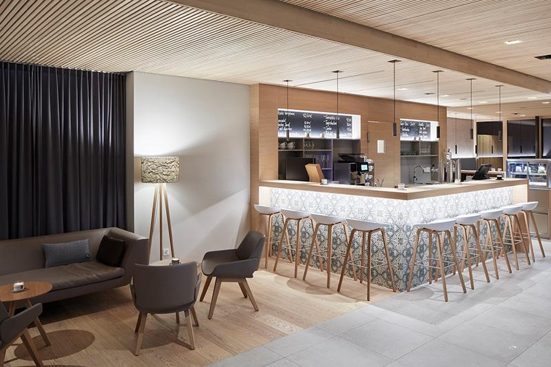 Lounge mit Bar
