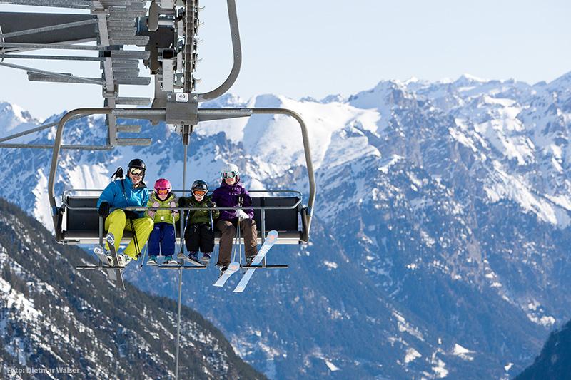 Familie im Sessellift Vorarlberg