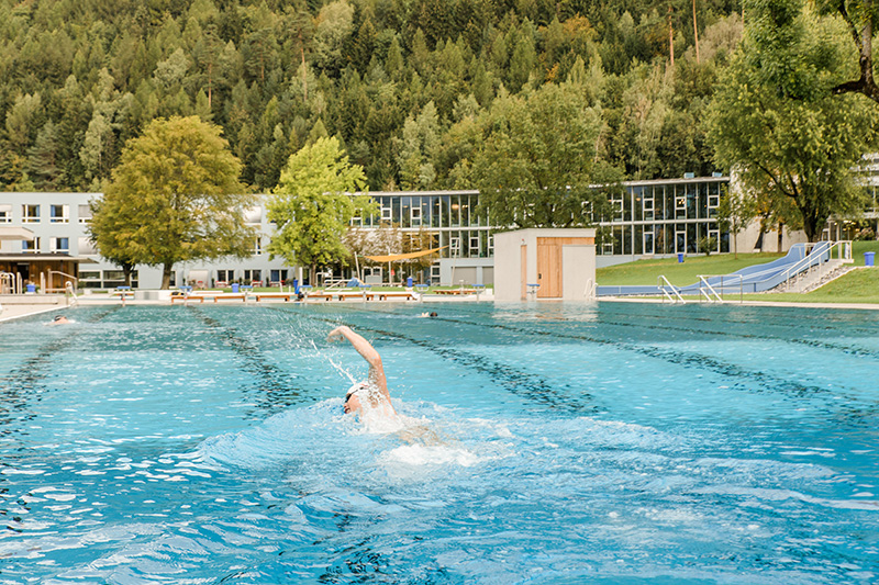 VAL BLU Resort Alpen-Freizeitbad mit 50-Meter-Sportbecken