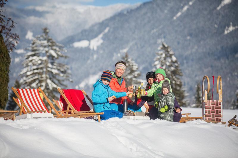 Familienspaß im Schnee im Skigebiet NebelhornFamilienspaß im Schnee im Skigebiet Nebelhorn