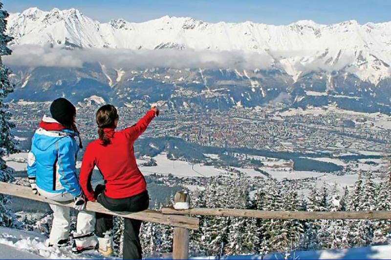 Blick vom Patscherkofel über Innsbruck auf die Nordkette