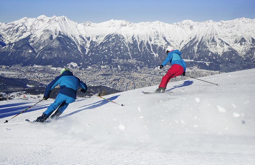 Abfahrtski im Skigebiet Patscherkofel in Tirol