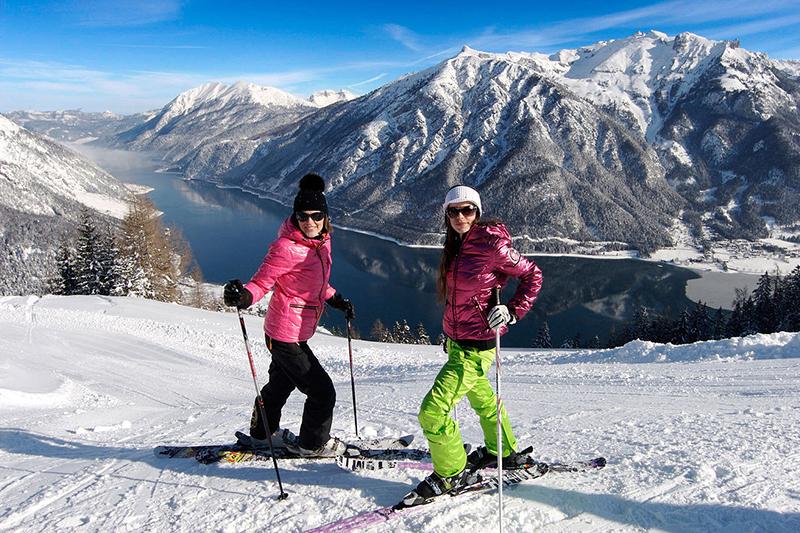 Skifahren mit Blick auf den Achensee