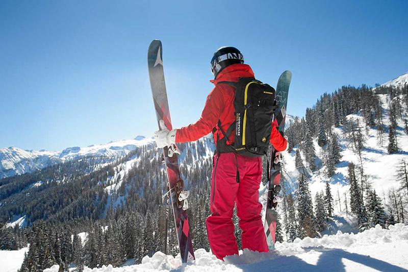 Skifahrer vor der Abfahrt - Oberbayern