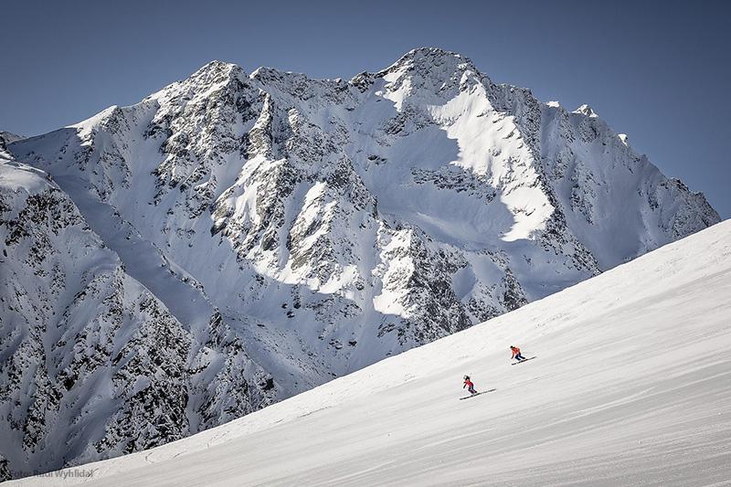 Abfahrt im Skigebiet Sölden