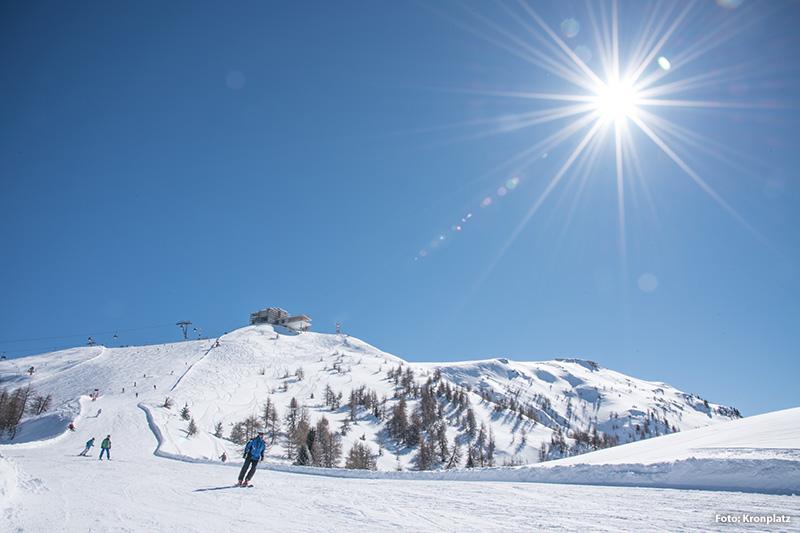 Als Teil des Dolomiti Superski Karussells können die Anlagen des Kronplatzes mit der entsprechenden Skikarte mitbenutzt werden