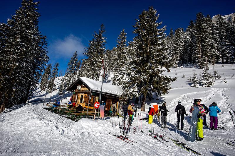Stellerkogelhütte-familiäre Rast mit Gletscherblick