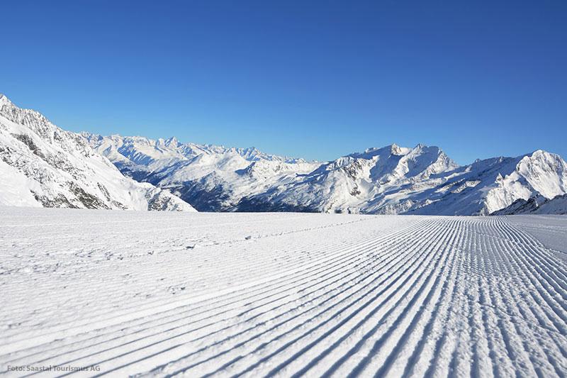 Skifahren im Skigebiet Saas-Fee im Wallis