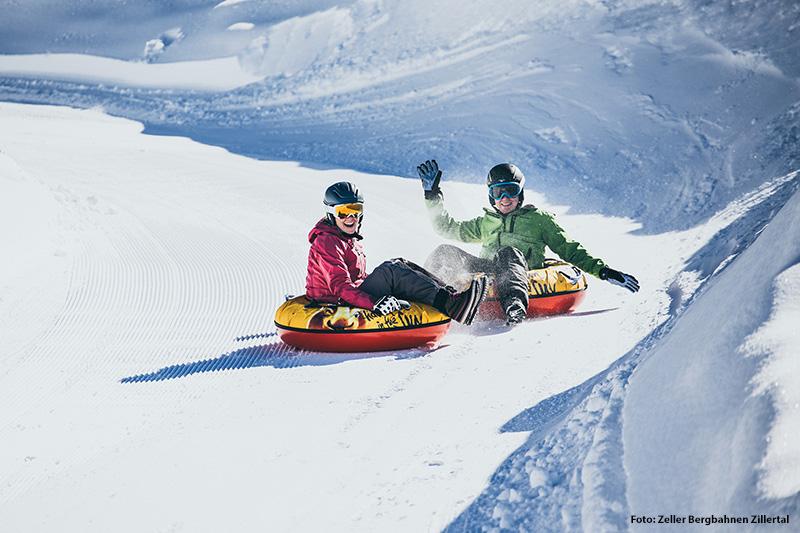 Snowtubing: Auf eigens dafür präparierten Bahnen (ca. 200 m) können hier alle Winterfans diesen Spaß ab sofort ausprobieren