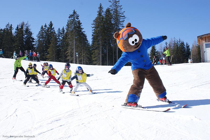 Spielerisch Skifahren lernen mit Maskottchen Noah