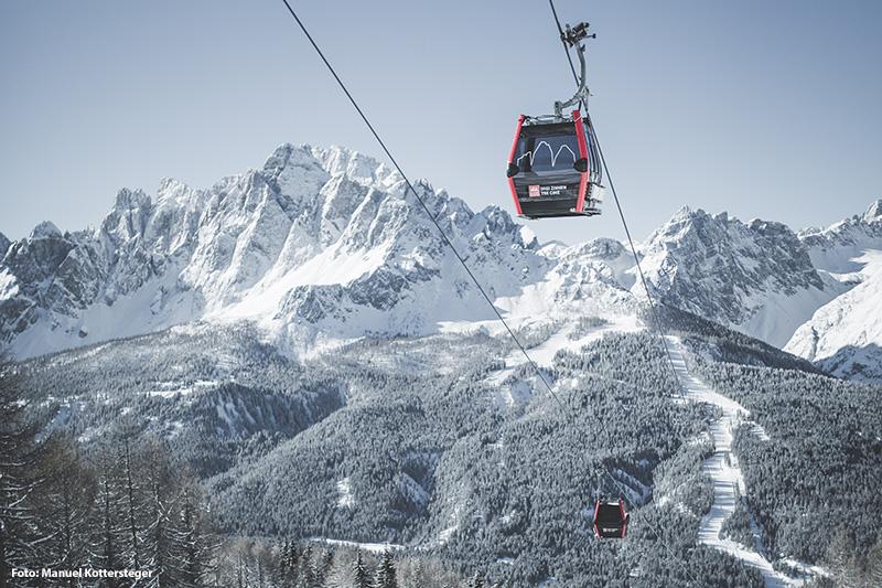 Gondelbahn mit Panoramablick auf die Sextner Dolomiten
