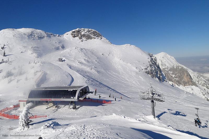 Breite Piste am Jochalplift im Skigebiet Grän - Füssener Jöchle