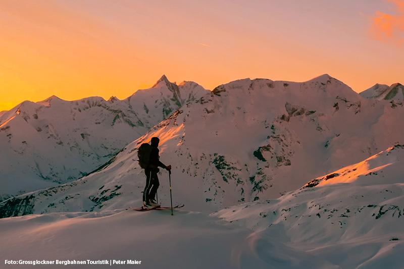 Nach einem schönen Skitag den Sonnenuntergang anschauen