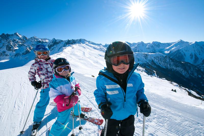 Kleine Skifahrer im Pitzal in Tirol - Österreich