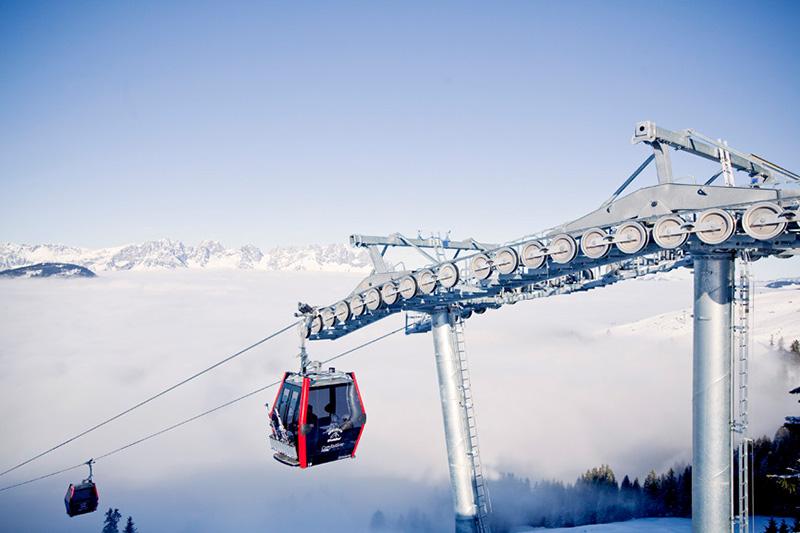 Über den Wolken in der Maierlbahn im Skigebiet Kirchberg-Pass-Thurn