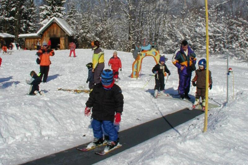 Das Kinderland im Skigebiet Kolbensattel in Oberbayern