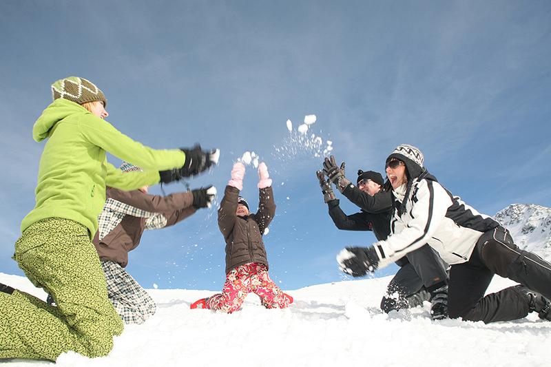 Schneeballschlacht in den Lienzer Dolomiten in Osttirol