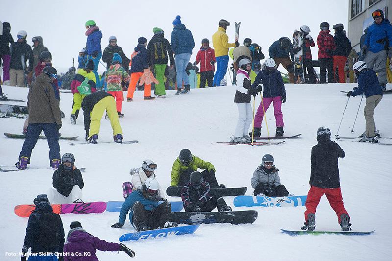 Snowboarden im Skigebiet am Kranzberg in der Alpenwelt Karwendel