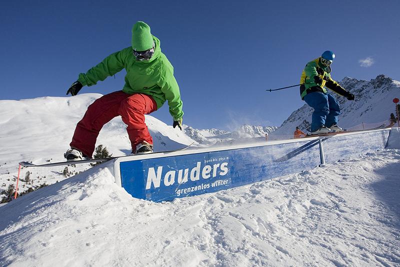 Snowboarden im Tiroler Oberland - Österreich