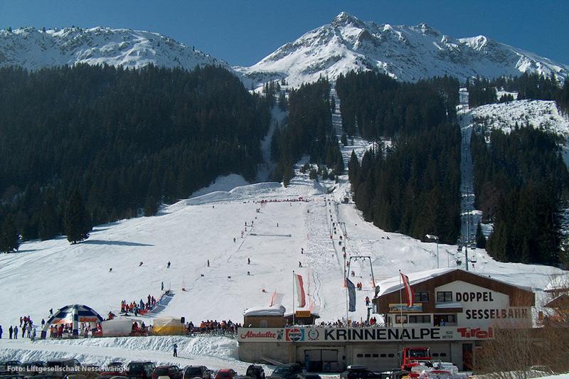 Skigebiet Nesselwängle mit Blick zum Tennenberlift - Region Tannheimer Tal in Tirol