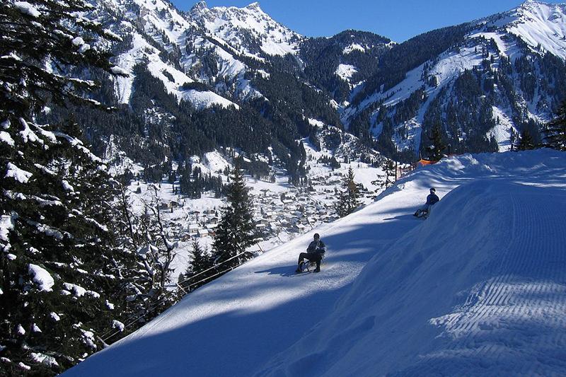 Rodeln zur Talstation im tiroler Skigebiet Nesselwängle