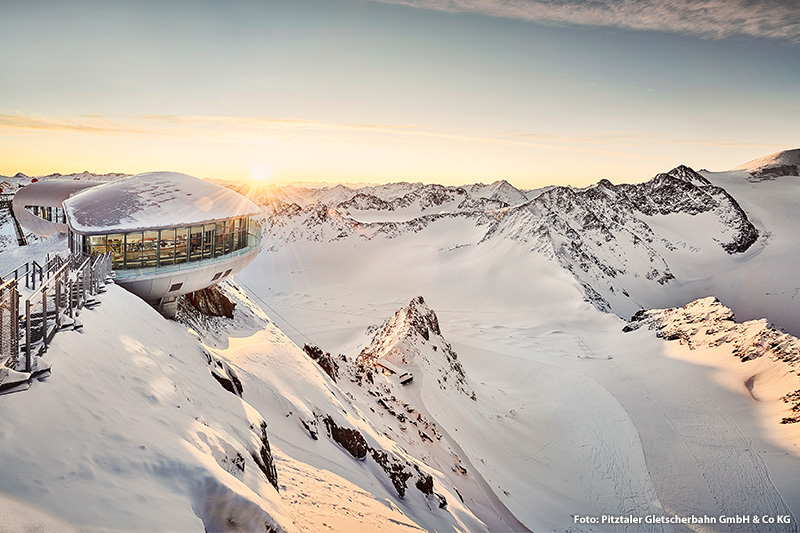 Österreichs höchstes Café (3.440 m) Hier sind die Gipfel zum Greifen nah!
