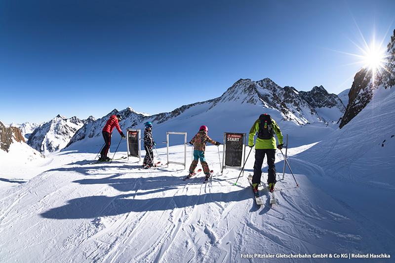 Kinder unter 10 Jahren fahren in den Pitztaler Skigebieten kostenlos Ski mit dem Bambini Freipass