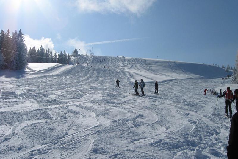 Breite Skipiste in Oberau-Roßfeld