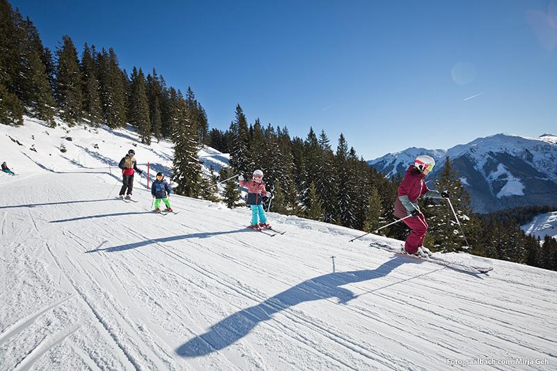 Mit der Familie Skifahren