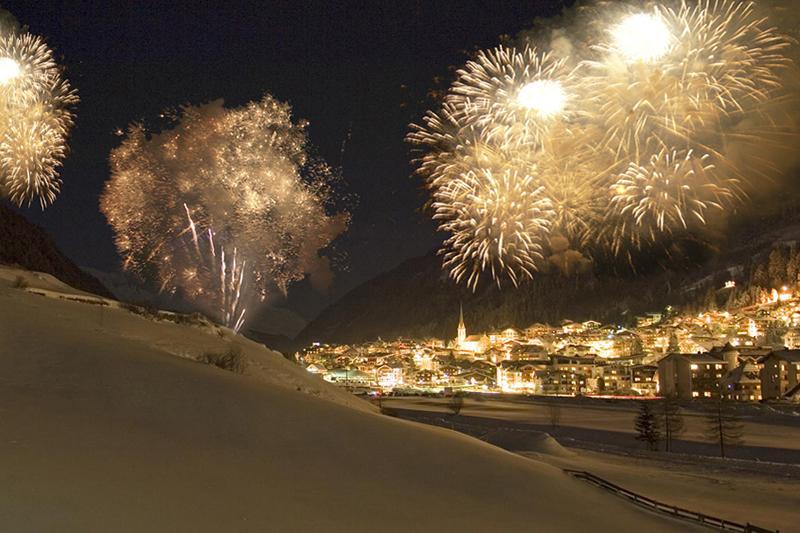 Feuerwerk über Ischgl
