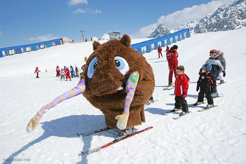 Ron ist das Maskottchen der Skischule