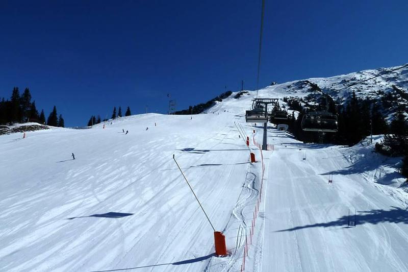 Perfekte breite Pisten im Skigebiet Rosshütte