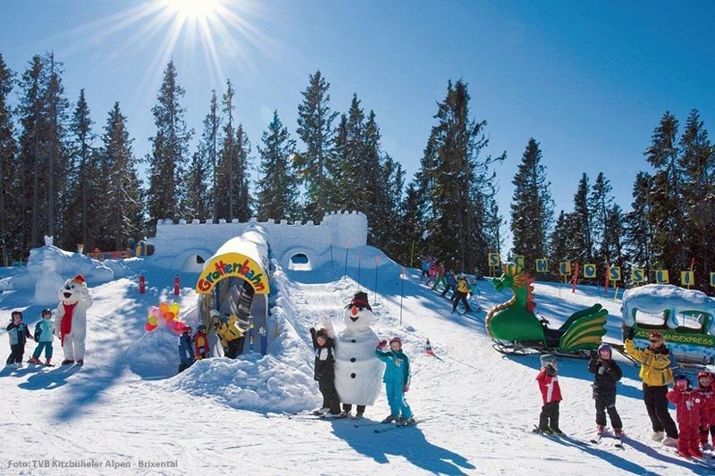 Die Skischule der Kitzbüheler Alpen bieten für die Kinder sogar richtige Erlebniswelten an